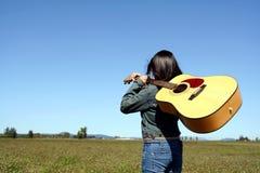 gitara gracza kobieta Fotografia Royalty Free
