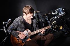 gitara jego gry Zdjęcia Stock