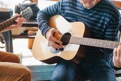 gitara nauki sztuki Muzyczna edukacja zdjęcia stock