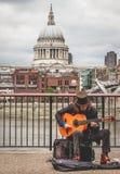 Gitara przy St Pauls Zdjęcia Royalty Free