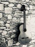 Gitara w kamiennej ścianie Zdjęcie Royalty Free