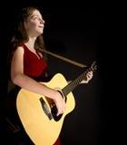 gitara wykonuje młode dziewczyny obrazy royalty free