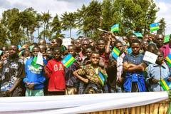 GITARAMA, RWANDA - 10 DE SEPTIEMBRE DE 2015: Gente no identificada La ceremonia tradicional para nombrar gorilas de montaña Fotos de archivo libres de regalías