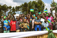 GITARAMA, RWANDA - SEPTEMBER 10, 2015: Niet geïdentificeerde mensen De ceremonie aan de gorilla's van de naamberg Royalty-vrije Stock Fotografie