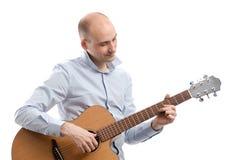 Gitarist die akoestische gitaar speelt Stock Foto