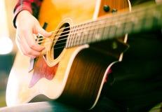 gitarr Fokus på rader av gitarren Royaltyfri Bild