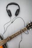 Gitarr hörlurar, kontur av spela för gitarrist arkivfoton