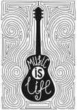 Gitarr med den hand drog typografiaffischen MUSIK ÄR LIV Royaltyfri Fotografi