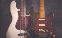 Gitarr och bas för tappning elektrisk Arkivfoto