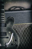 Gitarr- och förstärkaretappningslut upp Royaltyfri Bild