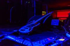Gitarr på etapp Royaltyfri Fotografi