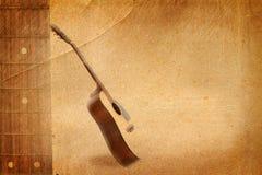 Gitarre auf altem Papier Stockbild