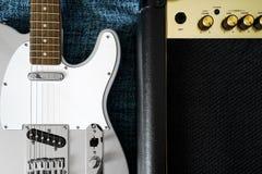 Gitarre elektrisch und Verstärker Sofortige Fotodrucke stockbild