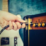 Gitarre elektrisch und Verstärker Sofortige Fotodrucke lizenzfreie stockfotos