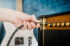 Gitarre elektrisch und Verstärker Sofortige Fotodrucke stockfotos