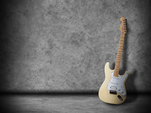 Gitarre im Raum Stockbild