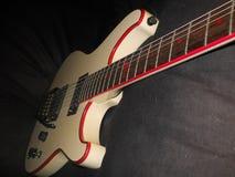 Gitarre im Scheinwerfer stockfotografie