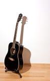 Gitarre mit hartem Schatten Stockbild