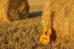 Gitarre und Stapel Lizenzfreies Stockbild