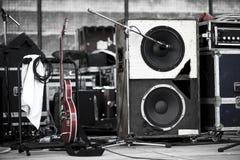 Gitarre und Woofer Lizenzfreie Stockbilder