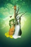 Gitarre, Wasserfall und Blumen Das Konzept von Naturmusik Abbildung Stockfotos