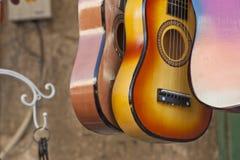 Gitarren im Verkauf Stockfoto