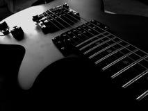 Gitarren och stränger Fotografering för Bildbyråer
