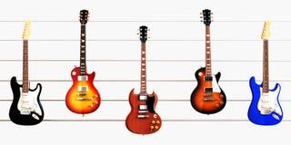 Gitarren in Position gebracht auf Gitterwerknetzkabel Stockbilder