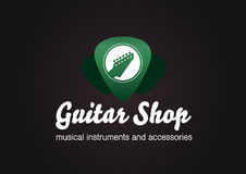 Gitarren-Shop-Logo Gitarrenkopf in einer grünen transparenten Plektrumform Stockfotos