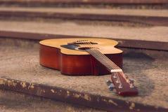 Gitarrenmusik-Wandhintergrund Stockfotos