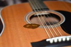 Gitarrenschnüre der Auswahl n befestigt lizenzfreie stockfotografie