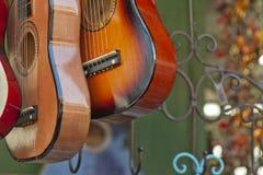 Gitarrer på Sale Arkivbild