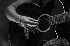 Gitarrist Close Up royaltyfria bilder