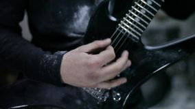 Gitarrist in der Wiederholung stock footage