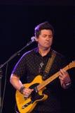 Gitarrist för Buffy Sainte-Marie arkivbild