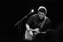 Gitarrist för Buffy Sainte-Marie arkivfoto