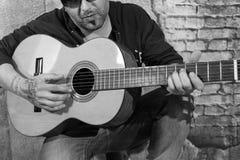 Gitarrist i gatan arkivfoton