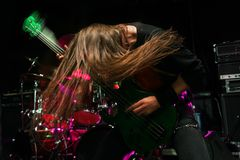 Gitarrist i handling royaltyfri foto