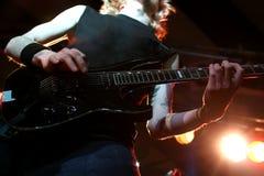 Gitarrist i handling royaltyfri fotografi