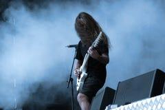 Gitarrist i handling arkivfoton