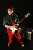 Gitarrist med hans gitarr royaltyfri bild