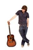 Gitarrist mit Akustikgitarre Lizenzfreie Stockfotografie