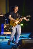 Gitarrist på den Israel 70 självständighetsdagen royaltyfri bild
