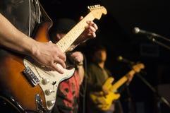 Gitarrist på en festival Royaltyfri Bild