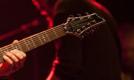 Gitarrist på etapp arkivfoton