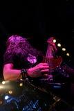Gitarrist på etapp royaltyfria foton