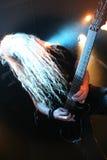 Gitarrist på etapp royaltyfri fotografi