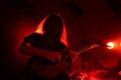 Gitarrist på etapp royaltyfri bild