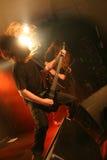 Gitarrist på etappen royaltyfri fotografi