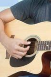 Gitarrist Plays Stockbild
